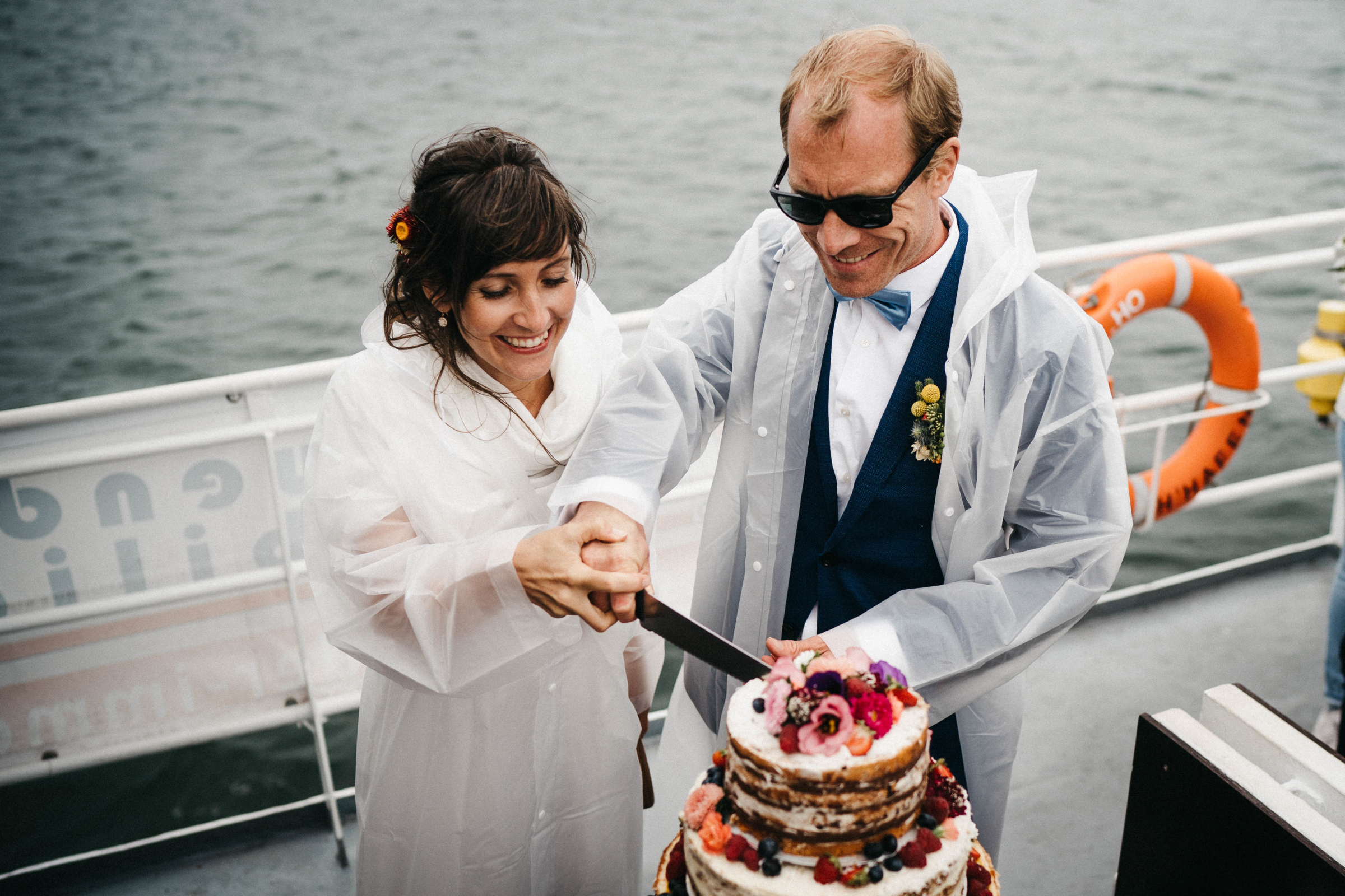 Tortenanschnitt_Regen_Hochzeit